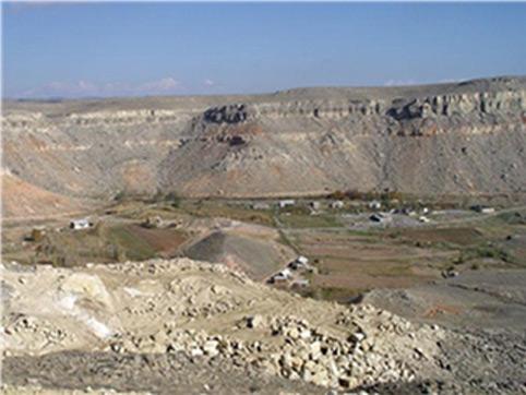 Производственно-торговая компания «АККА-Ресурс» владеет собственным карьером по добыче блоков известняка-ракушечника на месторождении Сары-Таш Узгенского района Ошской области.