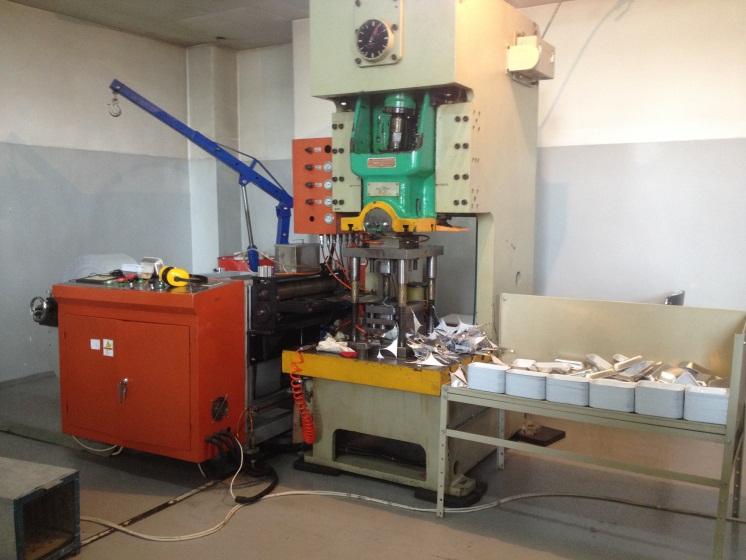 E. Технологическая линия по штамповке посуды из алюминиевой фольги. Вся продукции имеет сертификаты соответствия, отвечает государственным санитарно-гигиеническим нормам.